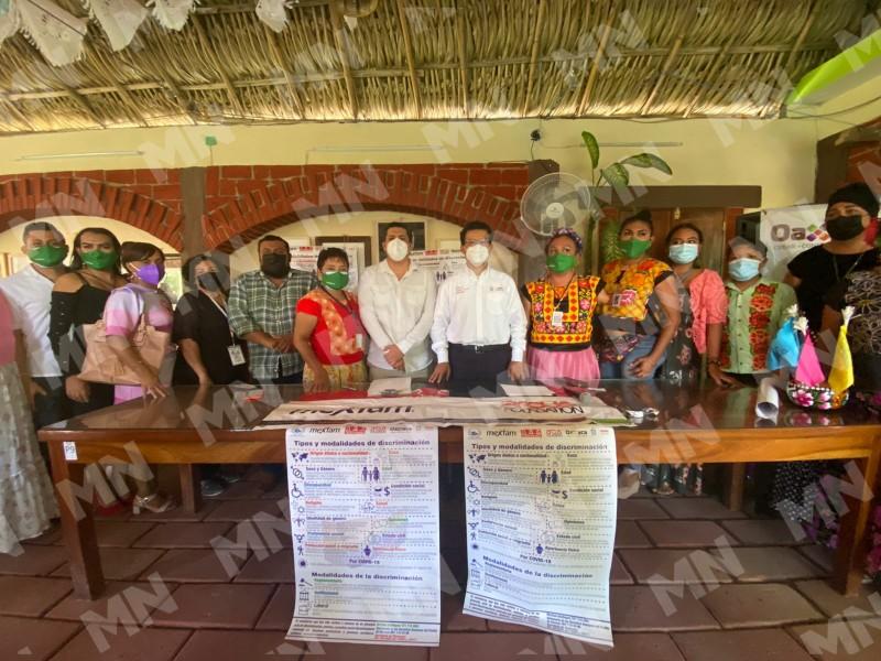 Comunidad muxhe presenta carteles para combatir la discriminación