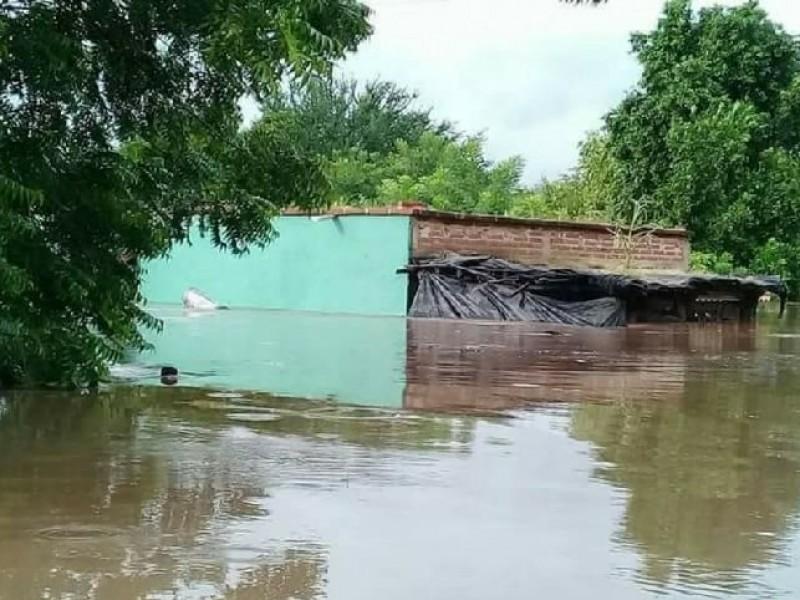 Comunidades bajo el agua al sur de Álamos