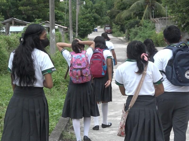 Comunidades indígenas luchan para lograr una educación a distancia