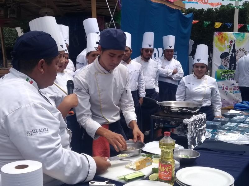 Con alimentos típicos, promueven turismo en Santiago Tangamandapio