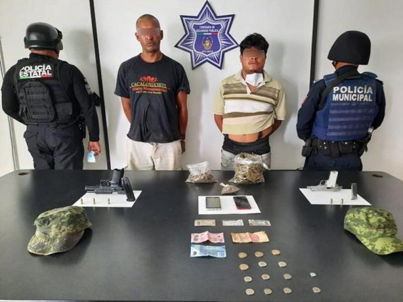 Con armas y droga, Policía Estatal detiene a dos hombres