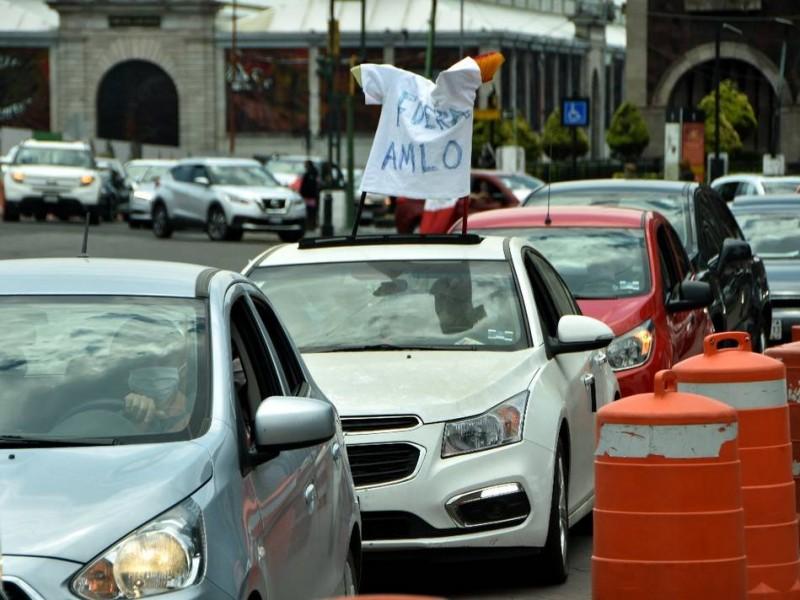Con autos, realizan caravana contra AMLO en Torreón