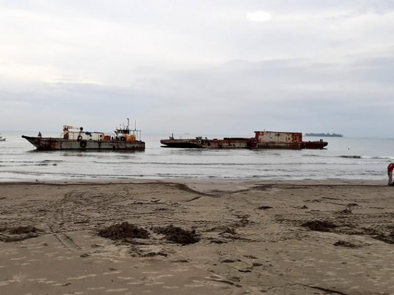 Con ayuda de lancheros rescatan embarcación