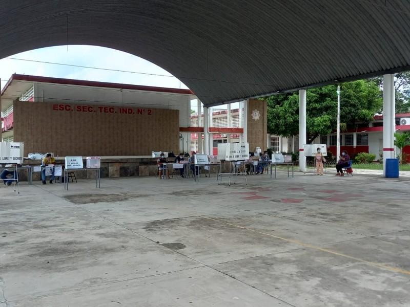 Con baja afluencia transcurre Consulta Popular en Tuxpan