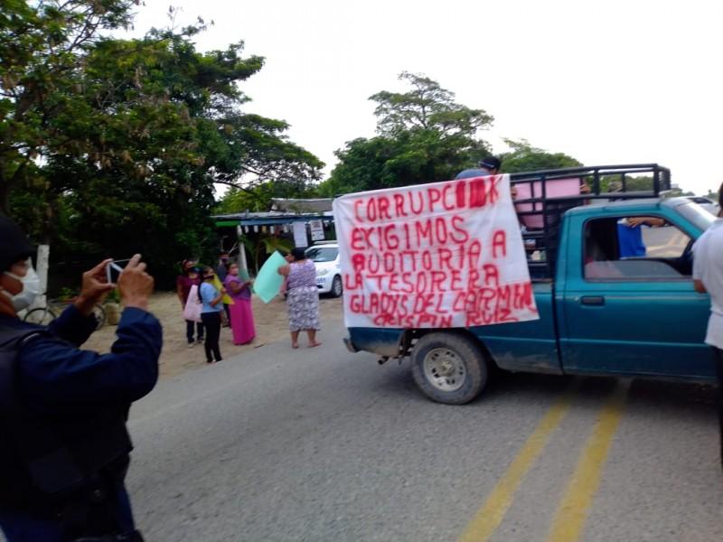 Con bloqueo carretero denuncian presunta corrupción en reconstrucción de Técnica#69