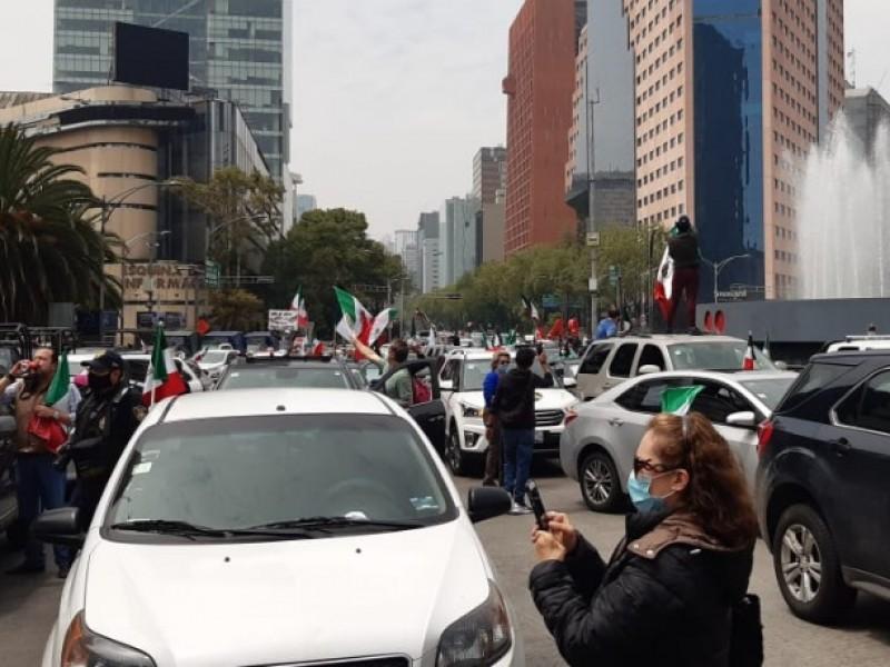 Con caravana, FRENAAA exige salida de policías del Zócalo