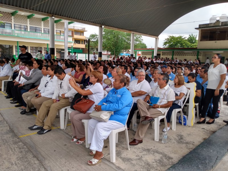 Con conferencias, UPAV conmemora su octavo aniversario