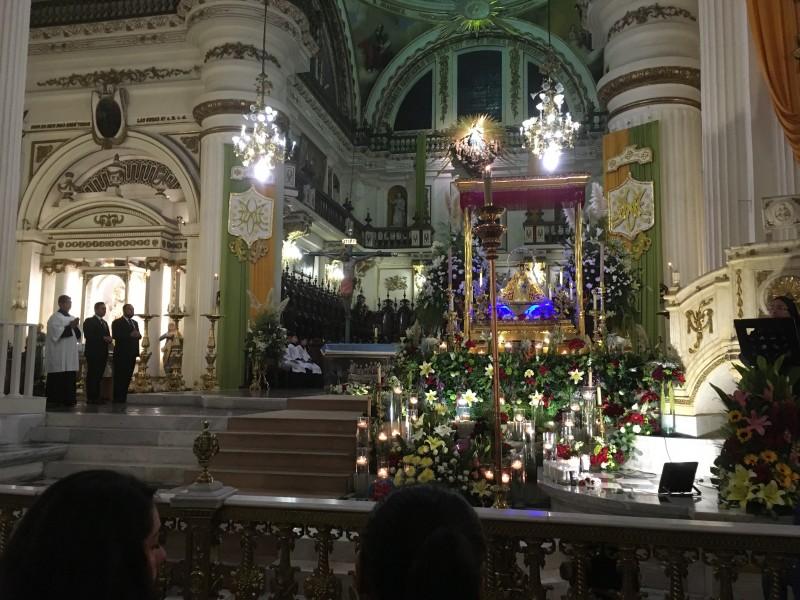 Con devoción despiden a la generala de Catedral