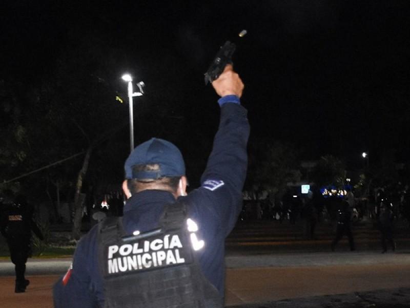 Con disparos, policías de Cancún dispersan manifestación feminista