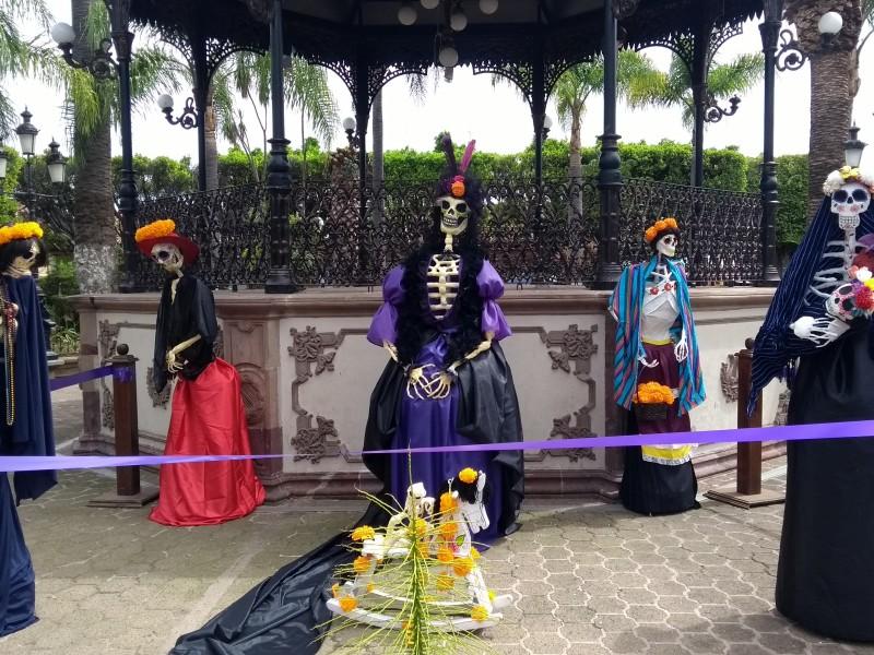 Con exhibición de catrinas buscan preservar tradiciones michoacanas