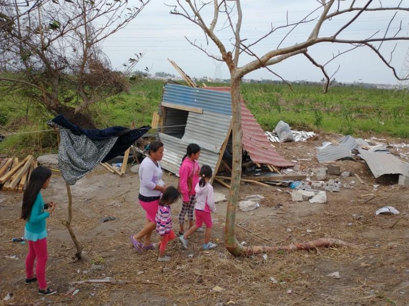 Con fuerza publica desalojan invasores en laguna Olmeca