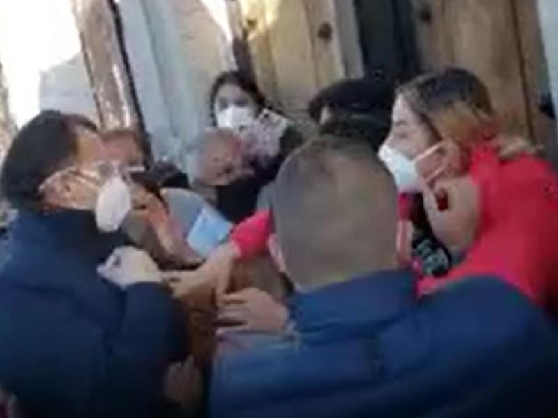 Con gritos y empujones rechazan a Familia Gaona en Tarímbaro