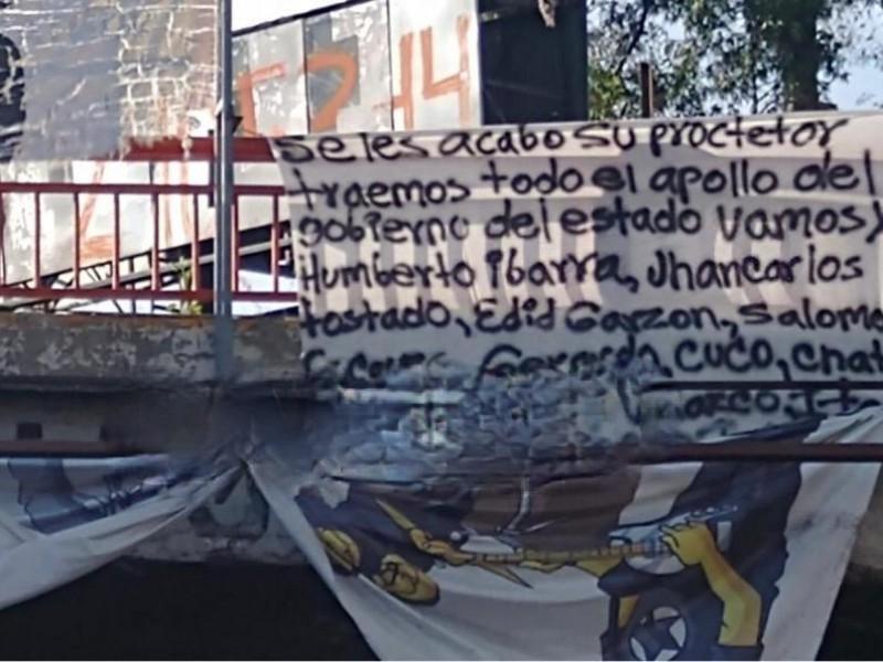 Con lonas amenazan a políticos y personas en Texmelucan