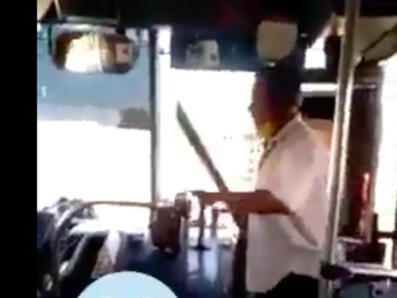 Con machete en mano, transportistas resuelven problemas
