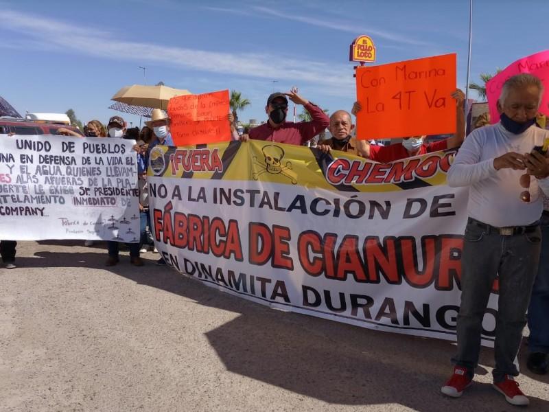 Con manifestaciones reciben a AMLO en La Laguna