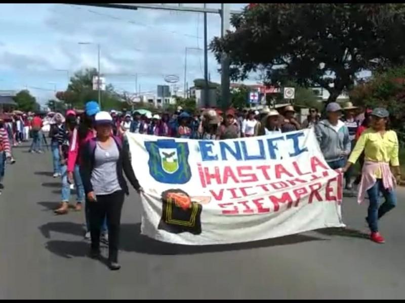 Con marcha, normalistas conmemoran la masacre de Tlatelolco