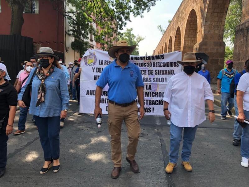 Con marcha trabajadores educativos demandan pago de salarios