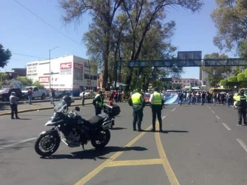 Con marchas conmemoran jóvenes el 2 de octubre