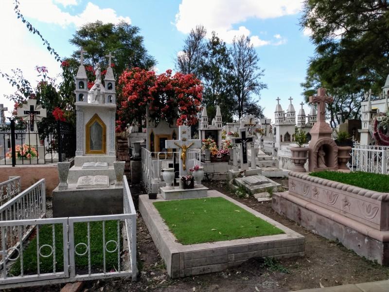 Con medidas sanitarias abrirán panteón municipal en Tangamandapio