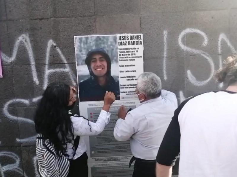 Con memorial, recuerdan tres años de la desaparición de estudiantes