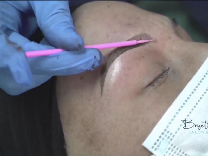 Con microblading regresa autoestima a mujeres con cáncer de mama