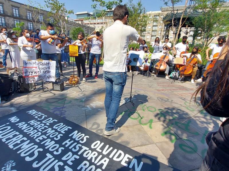 Con música, exigen justicia por los hermanos González