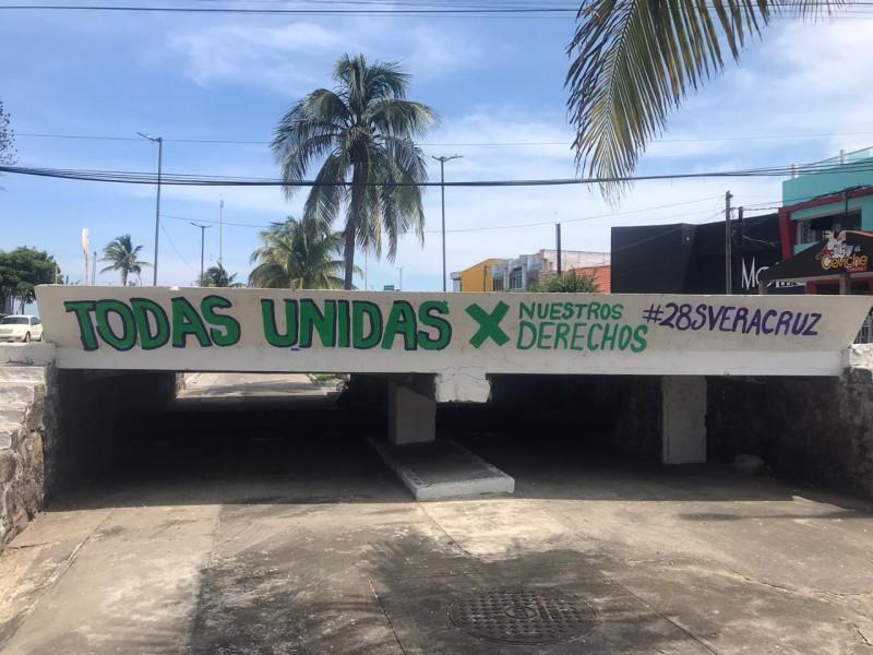 Con pintas feministas piden aborto legal para Veracruz