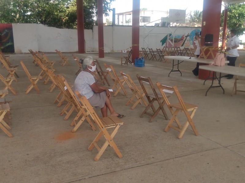 Con poca afluencia cierran jornada de vacunación en Tehuantepec