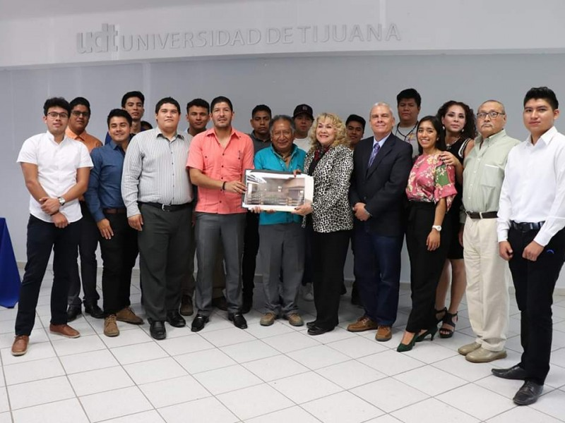 Con predio y proyecto arquitectónico Centro indígena municipal
