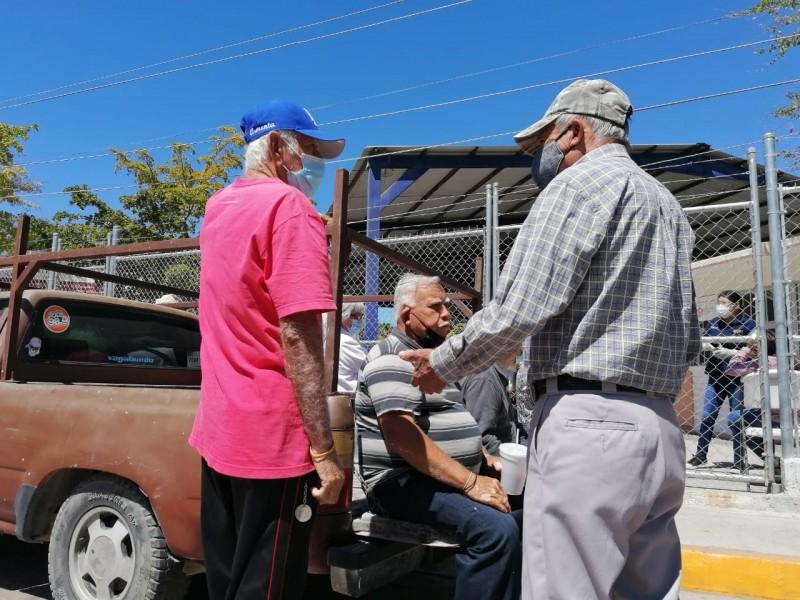 Con retraso inició jornada de vacunación en Topolobampo