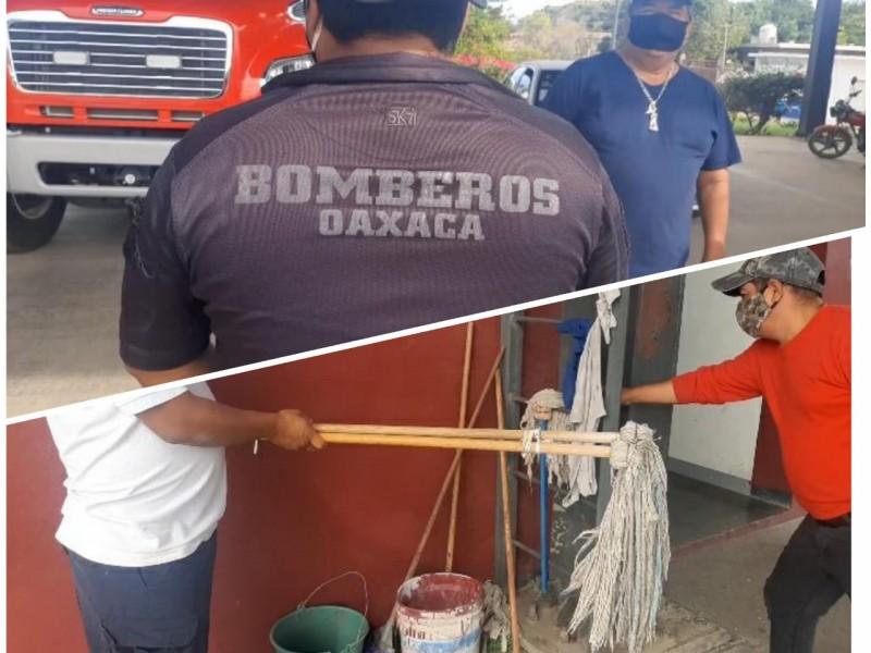 Con uniformes y material reciclado operan bomberos de Salina Cruz
