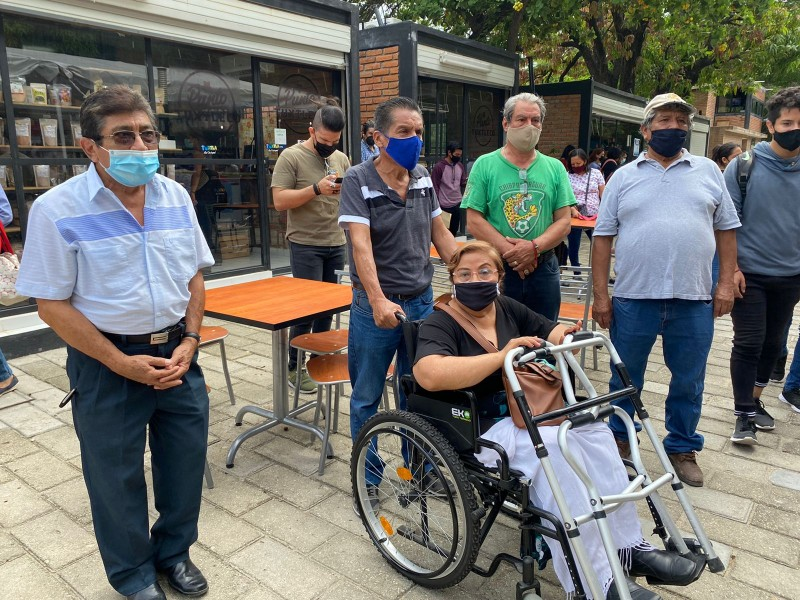 Concesionarios interceptan a funcionarios municipales, piden apertura de Convivencia Infantil