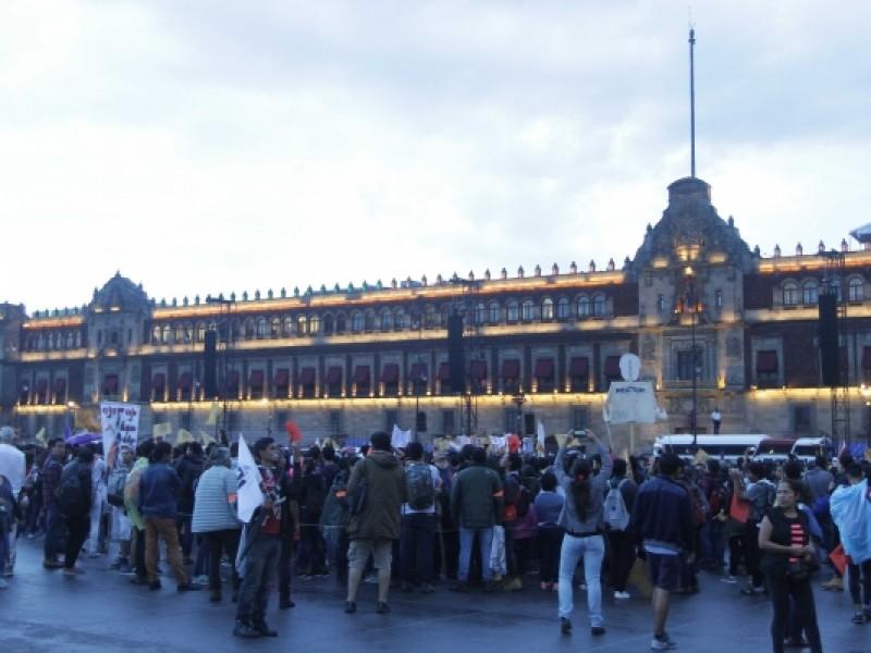 Concluye marcha del silencio en el Zócalo
