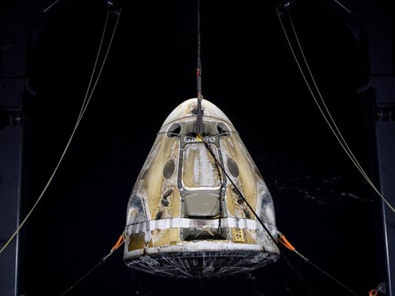 Concluye primer viaje comercial espacial tripulado