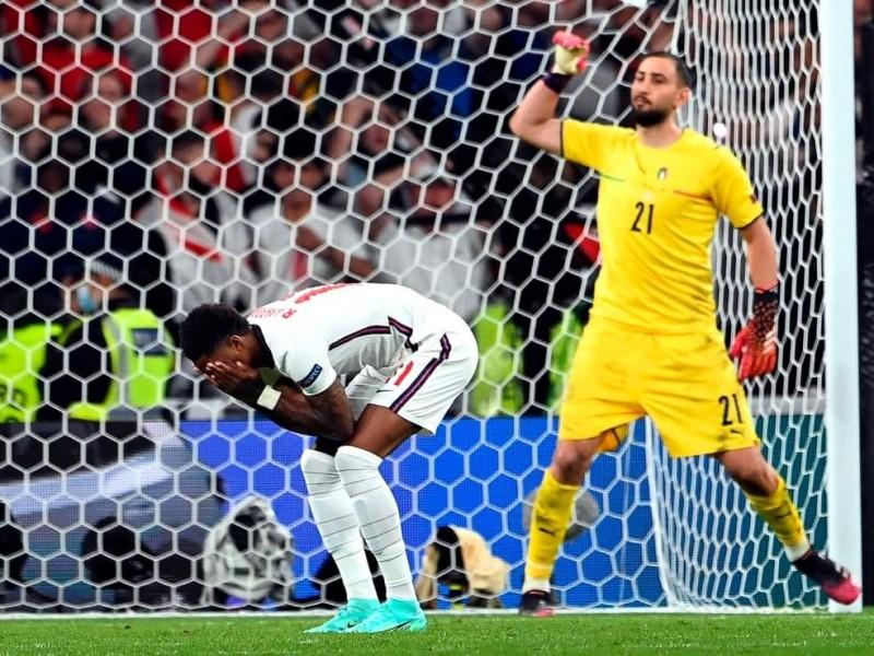 Condenan insultos racistas contra jugadores de Inglaterra