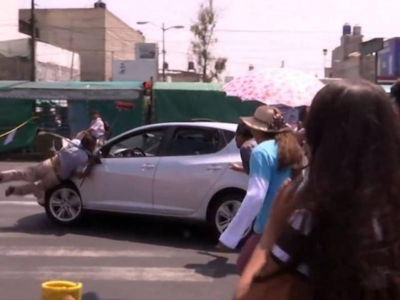 Conductor atropella a manifestantes en Iztapalapa