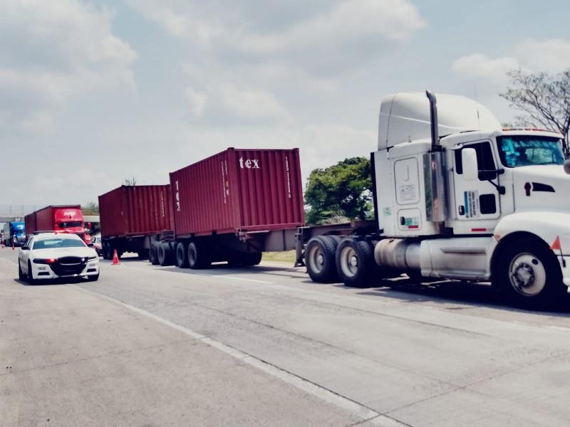 Conductores transportistas ponen su vida en riesgo