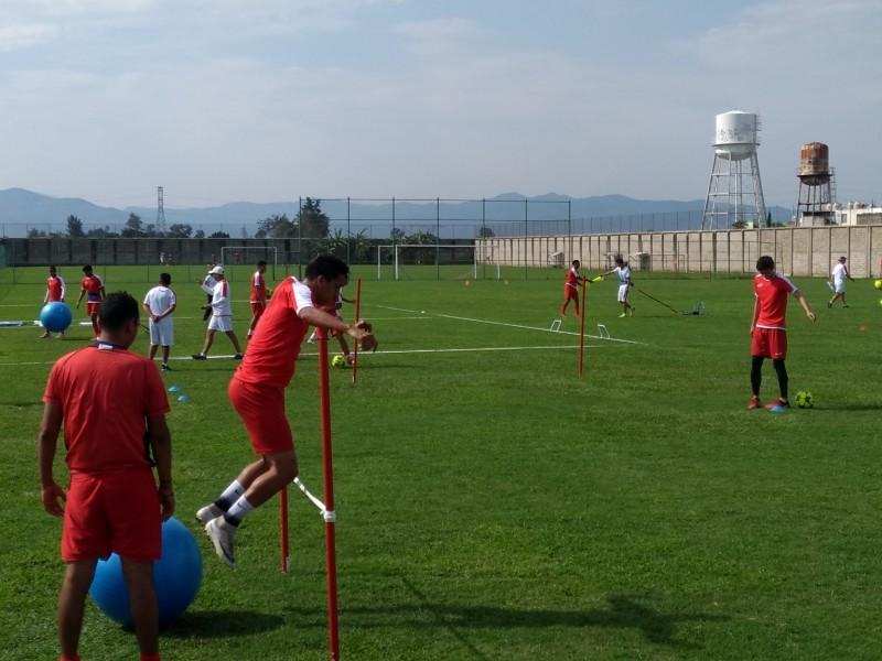 Confecciona Manuel Naya a Coras del Deportivo Nayarit