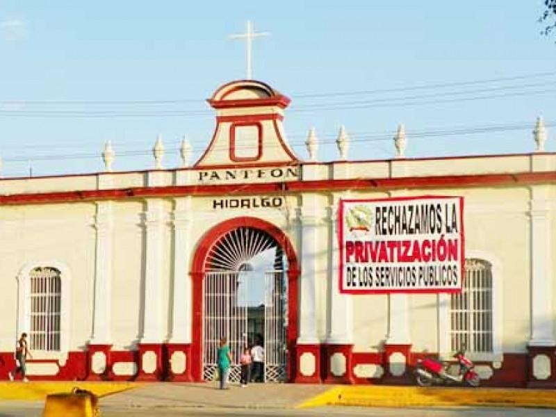 Confirman comerciantes tianguis en Panteón Hidalgo; no habrá altares