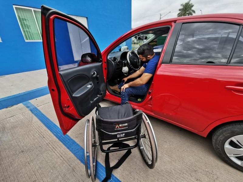Conoce la historia de Humberto, chofer de Uber con discapacidad