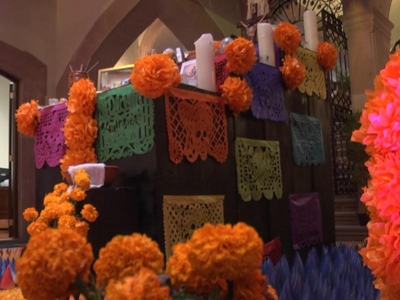 ¿Conoces el significado de cada elemento del altar?