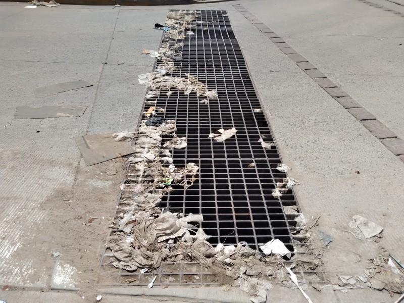 Contaminación en Colonia Diez de Mayo; provoca obstrucción de alcantarillas