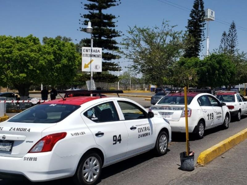 Contingencia sanitaria golpea economía de taxistas zamoranos