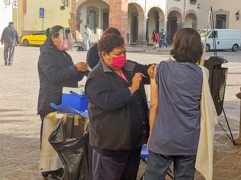 Continúa aplicación de la vacuna contra la influenza