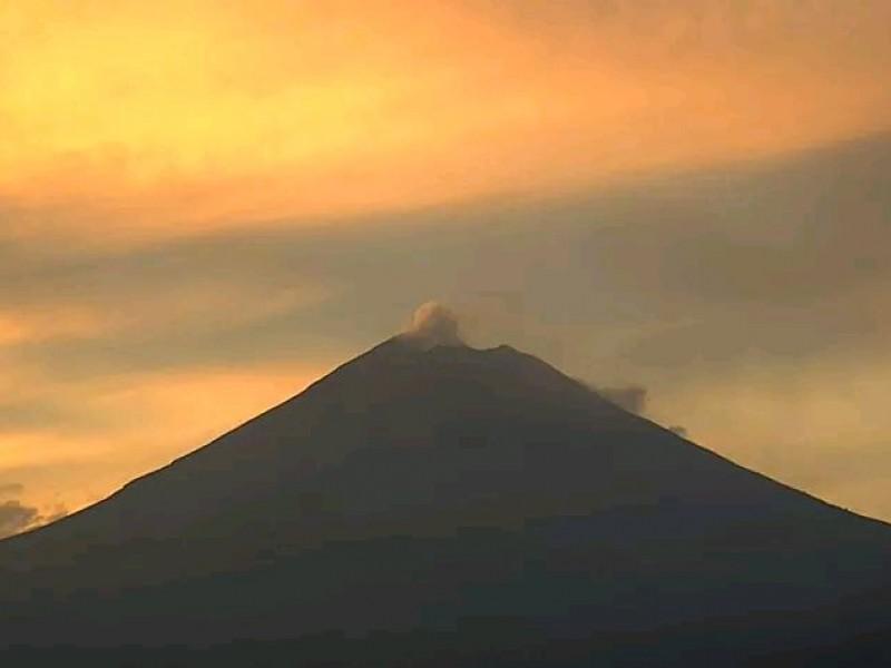 Continúa con actividad volcán Popocatépetl