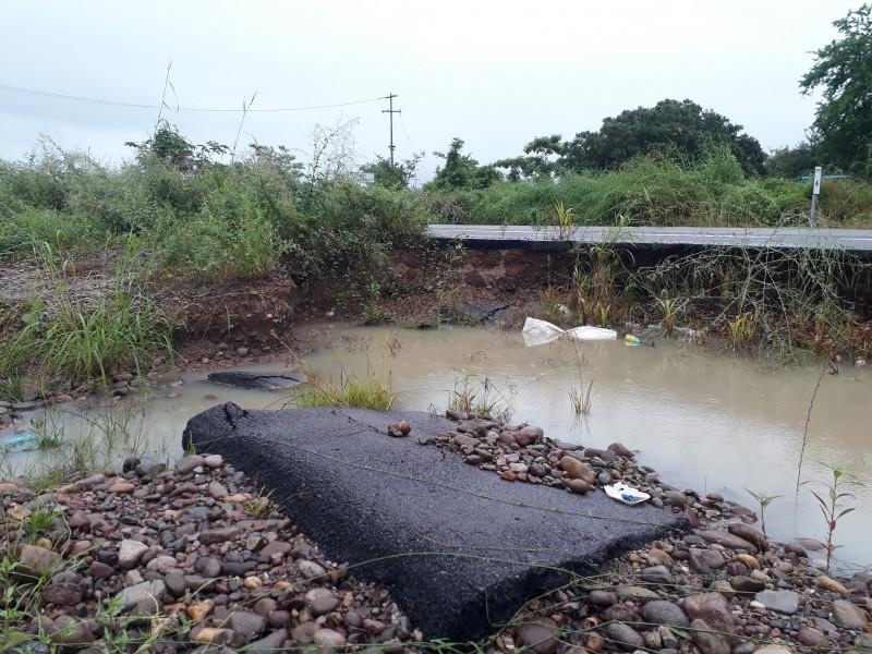 Continúa destruida carretera Tecuala; 1 año de Willa