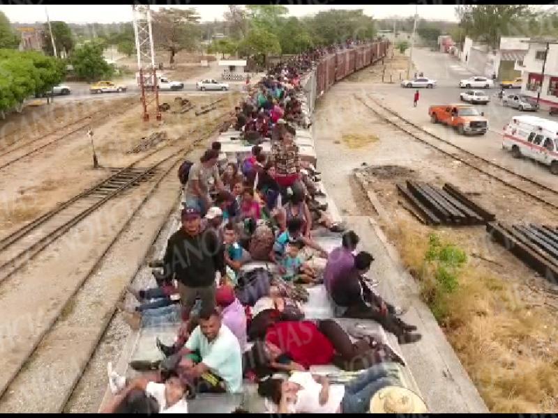 Continúa el flujo de migrantes sobre La Bestia