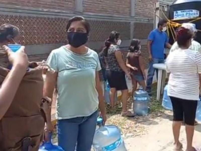 Continúa entrega de agua purificada en Poza Rica