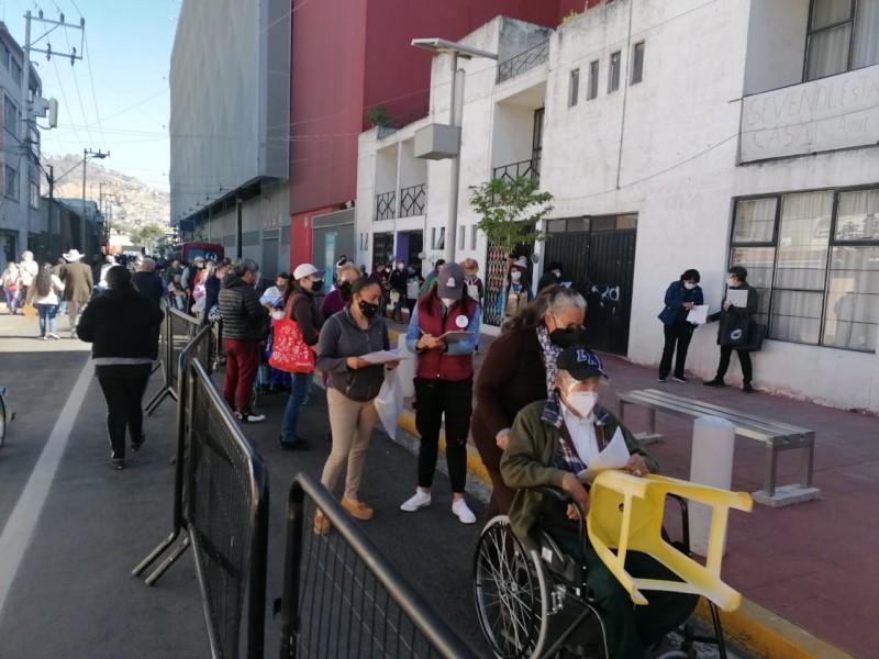 Continua la aplicación de vacunas contra la Covid-19 en Toluca