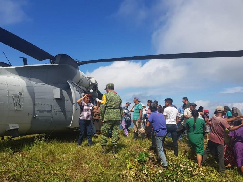 Continua puente aéreo; 27 comunidades incomunicadas en Oaxaca